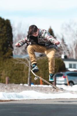 олли на скейте