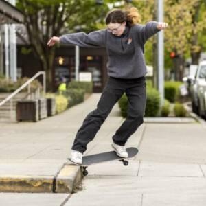 скейтборд бордюрка улица